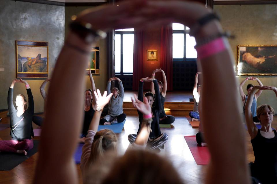 Kunstvoll relaxen! Pop-Up Yoga im Museum Villa Stuck